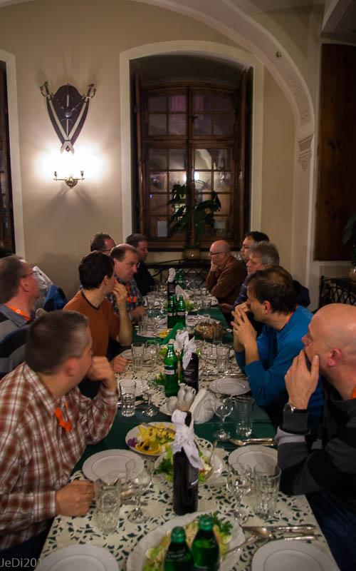 http://dso.allesfreaks.de/reiseberichte/2014-Forenausflug/20141115-IMGP9444JeDimini.jpg